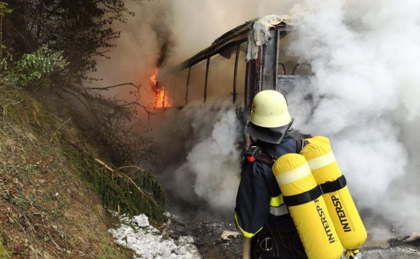 Bus in Vollbrand