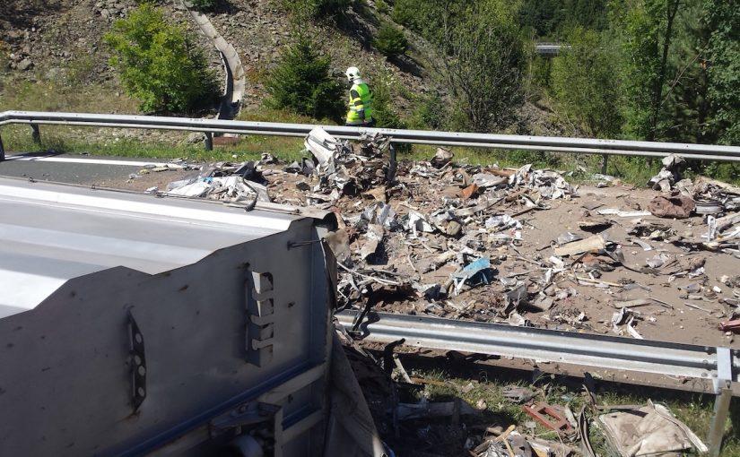 Schwierige Personenbergung nach LKW- Unfall
